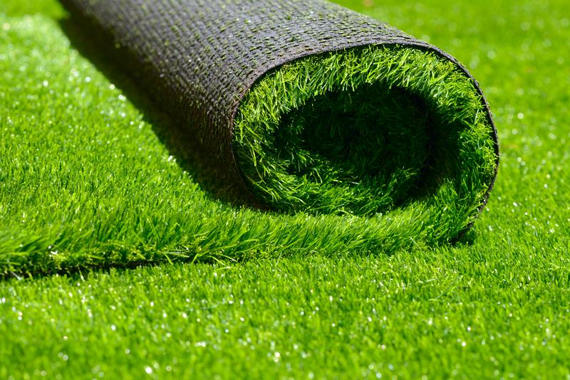 green artificial roller grass